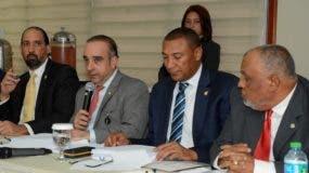 Miembros de  comisión bicameral que estudia iniciativa.  archivo