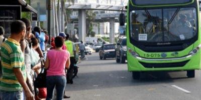 Pasajeros se vieron obligados a utilizar los servicios de motoconcho por el paro.