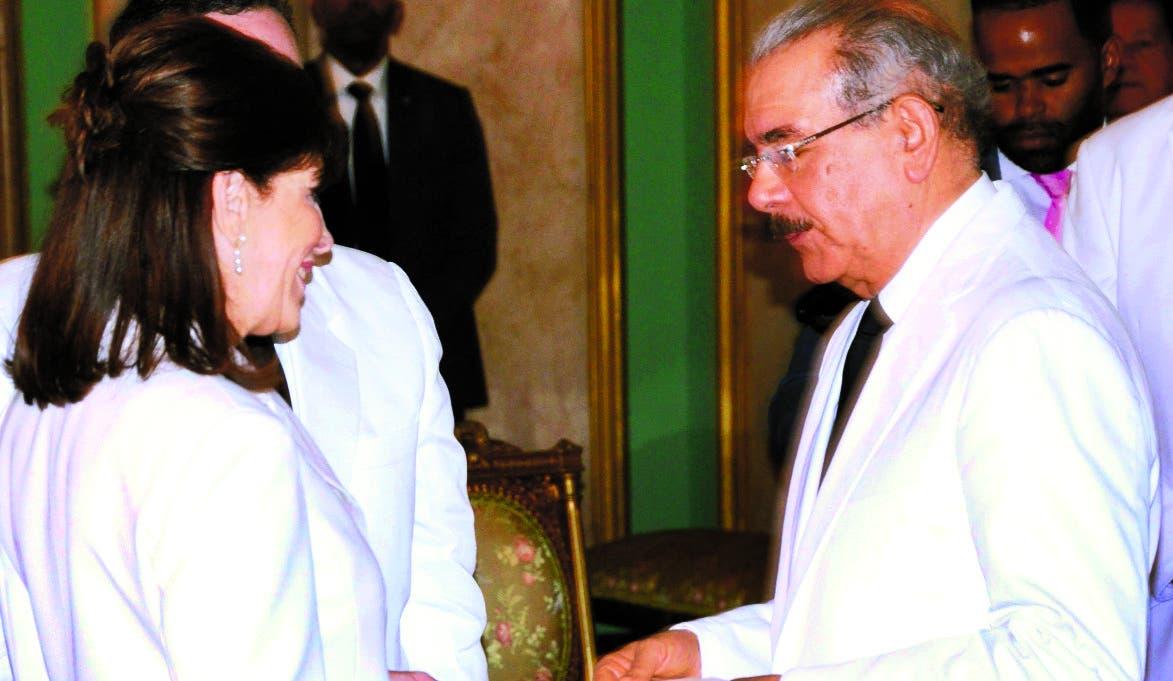 Danilo Medina, Margarita Cedeño   y Miguel Vargas  saludaron diplomáticos.  José de león