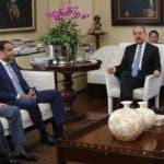 El presidente Medina reunido con funcionarios vinculados a la titulación.  fuente externa