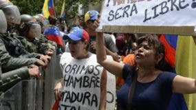 La región se moviliza y analiza la crisis humanitaria, lo que niega  el gobierno de Venezuela.