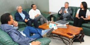 Directivos de Falcondo junto al director José Monegro y Nelson Marrero.  ARACELIS MENA
