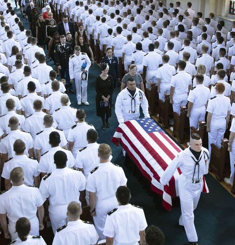 A la hora de su muerte McCain cumplía su sexto período.