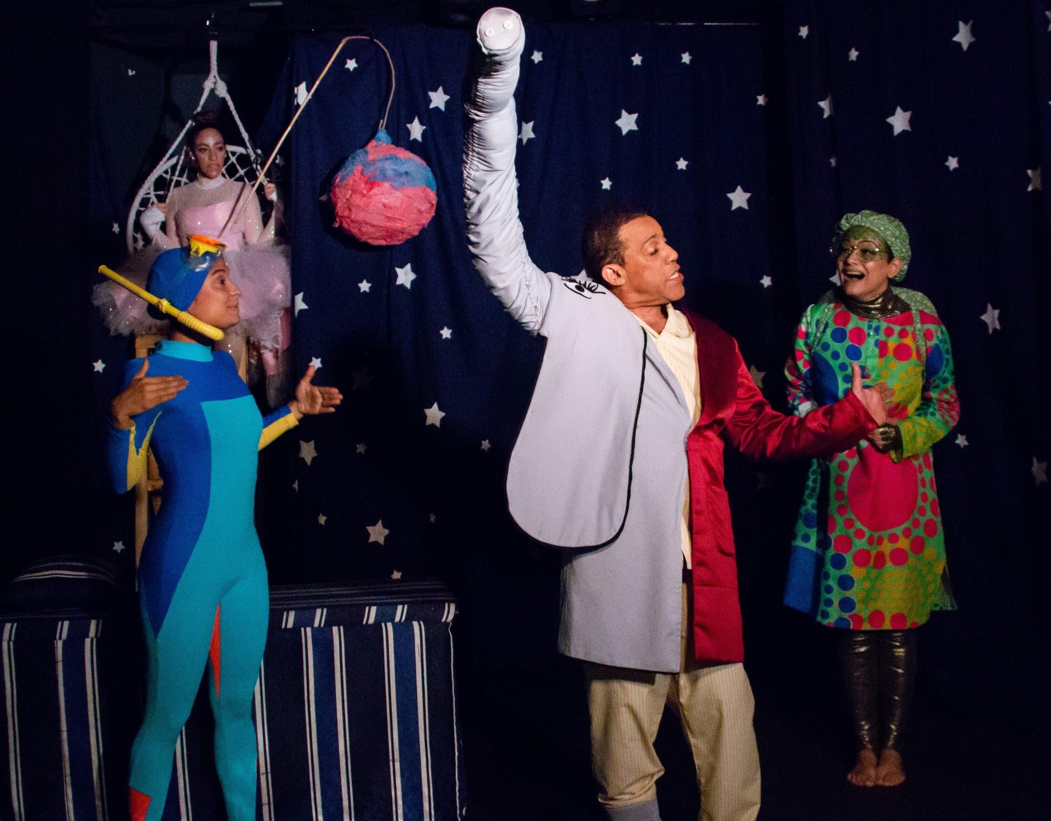 Basilio Nova en una obra teatral,   en donde demuestra la gran pasión que tiene por el arte.  FUENTE EXTERNA