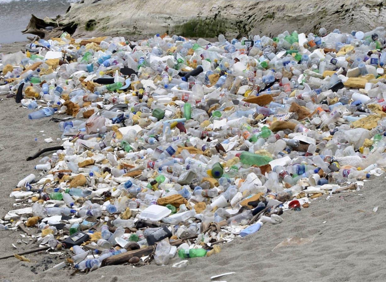 De los 120 millones de toneladas de plásticos que utiliza el país, 100 millones son importados.