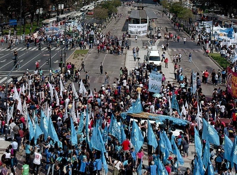 Las protestas se producen contra acuerdos con el FMI.