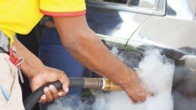 En el país existen 2,978 estaciones de combustibles.