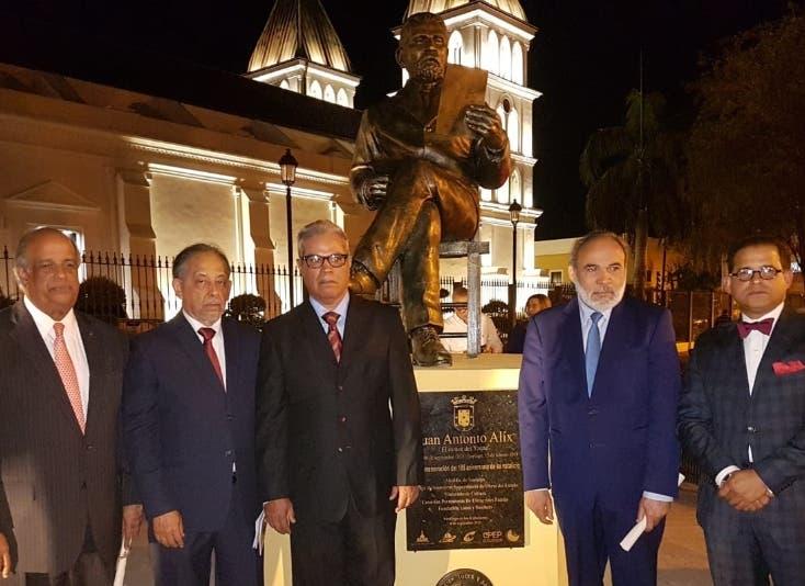 Estatua del poeta Juan Antonio Alix en Santiago