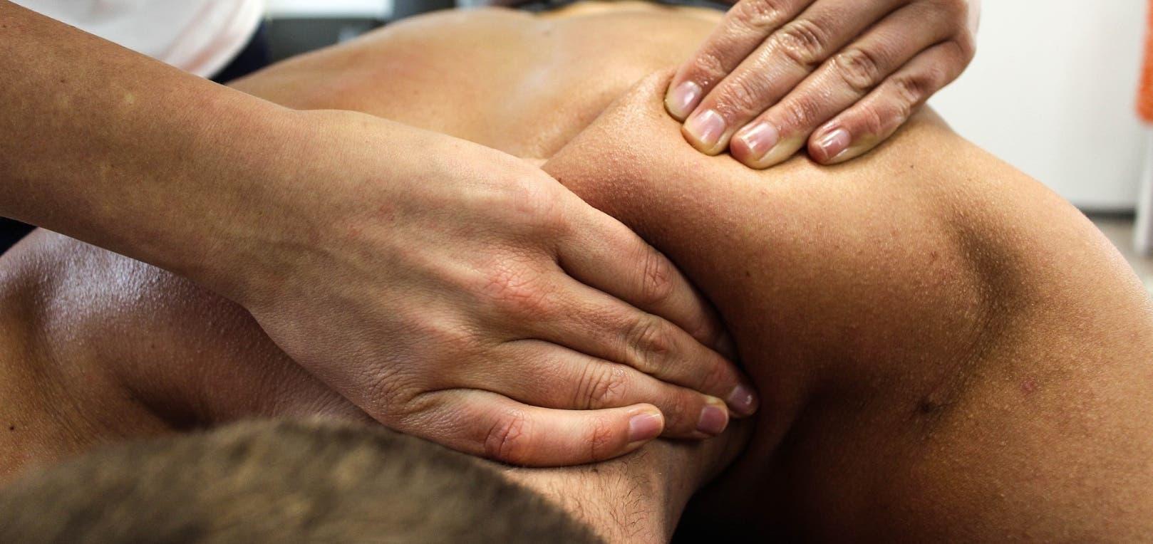 Terapia que alivia el dolor de la espalda y cuello debido al estrés