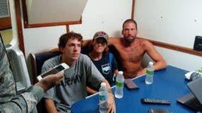 Los tres norteamericanos rescatados por la Armada Dominicana en alta mar.