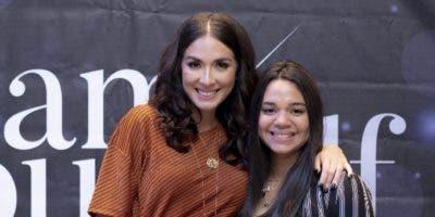 Gabriela Desangles y  Angélica Santos.