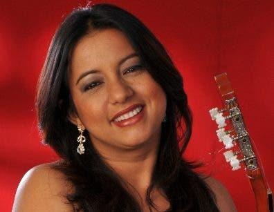 Ángela Medina,  conductora del programa.