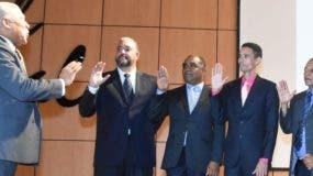 Miembros de la directiva fueron juramentados.  Alberto calvo