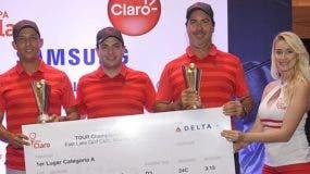 Marcel Olivares y César Rodríguez, campeones de la categoría A, premiados por Walter Schall en la  clausura . fuente externa
