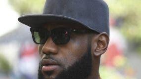 LeBron James  dio esta semana respaldo  a Nike.  AP)