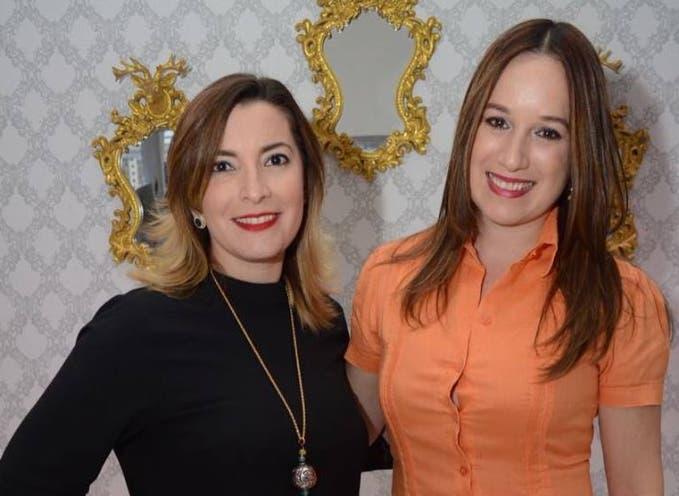Carolina Luna de Negro y Rebeca Guzmán.