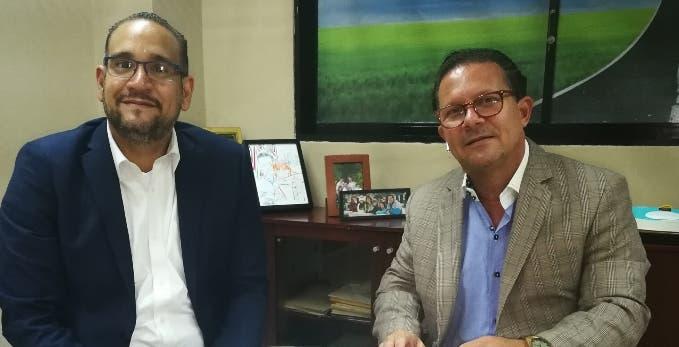 Luis Molina, representante  de Patin Bigote, y Noel Giraldi, de la empresa Cartel.