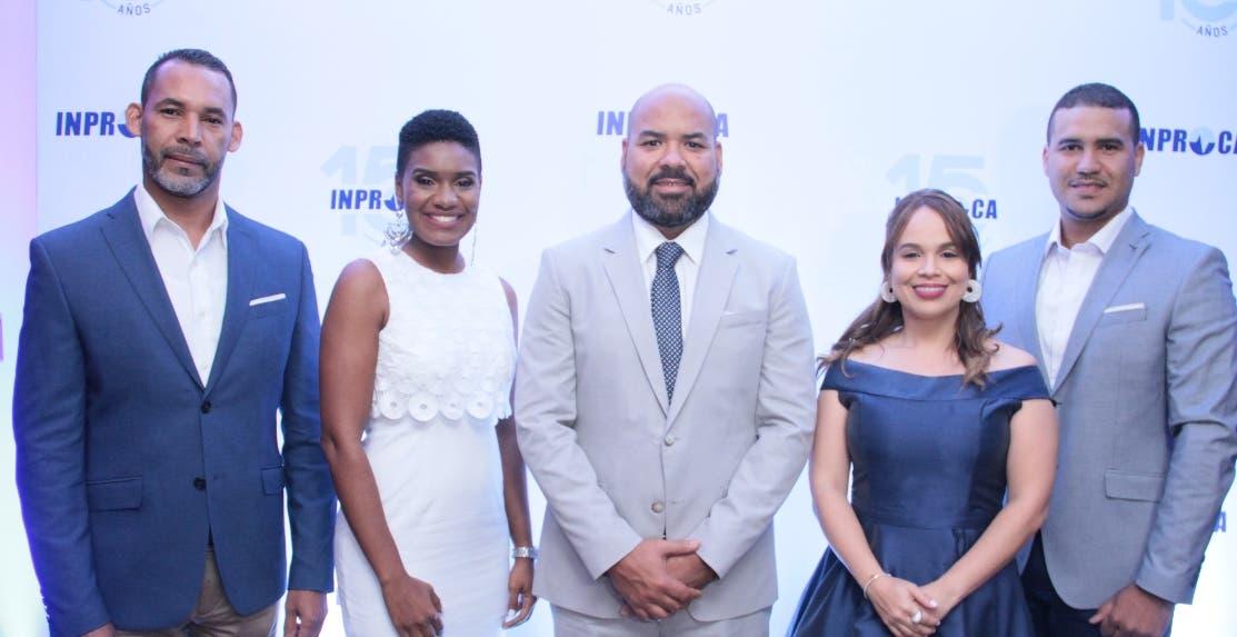 Rafael Guerrero, Fiores Florentino, Lenin Díaz, Claudia Núñez y Héctor Herrera, durante la celebración de la empresa.