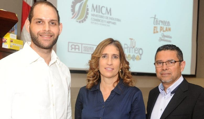 Adib Bacha, Rosario Aróstegui y Abraham Palma.