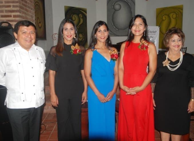 Alvar Ojeda, Nathalie, Evelyn y Nicole Peña Comas y Verónica Sención.