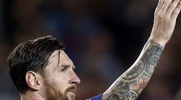 Lionel Messi abre los brazos tras su tercer gol.