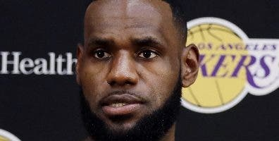 LeBron James admite la superiodad de los Warriors.