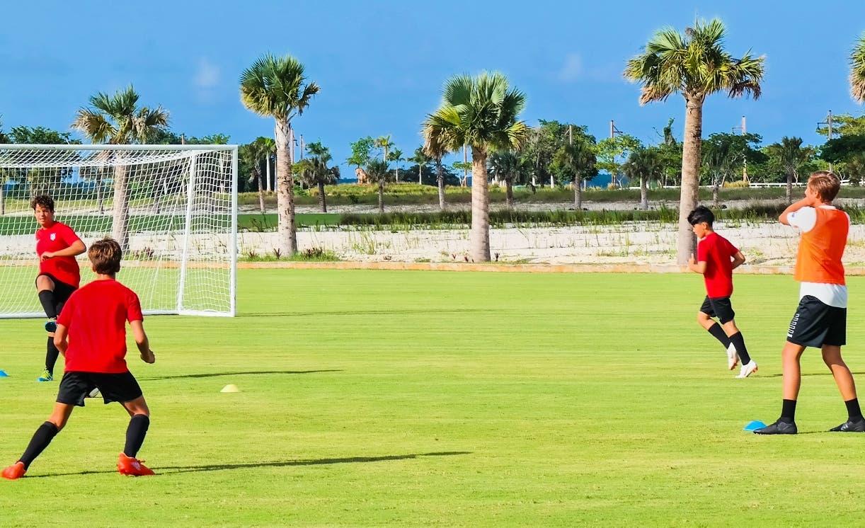 Los niños disfrutaron de encuentros de fútbol en las cuatro semanas de actividad.