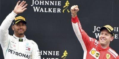 Lewis Hamilton y Sebastián Vettel en otro enfrentamiento.