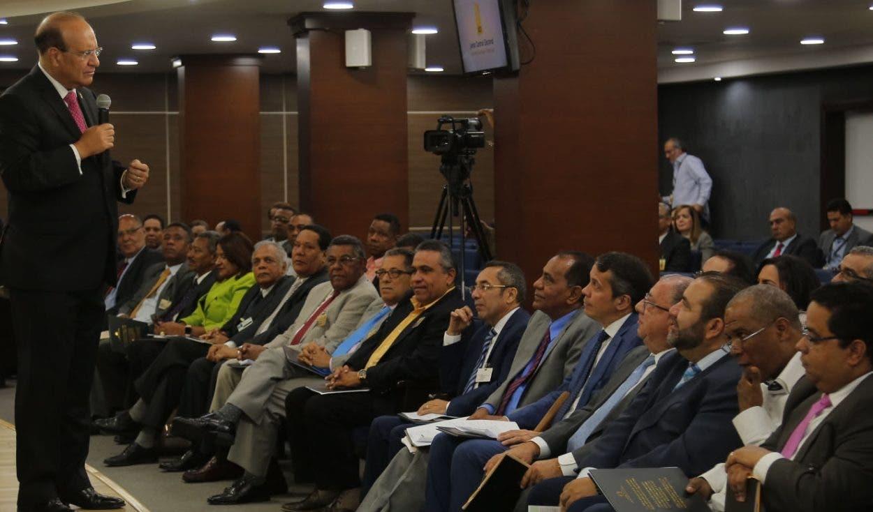 Los miembros de la JCE y delegados  sostuvieron una reunión  por más cuatro horas. Elieser tapia.