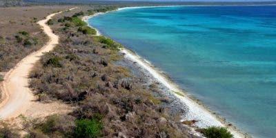 Bahía de las Águilas está adornada por aguas cristalinas y de una belleza altamente reconocida en todo el mundo.  Alberto Calvo