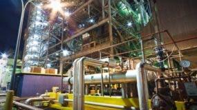La generadora AES Andrés aporta 300 megavatios al sistema. Autoridade s  del sector visitaron la planta para evaluar su situación para buscar solución.