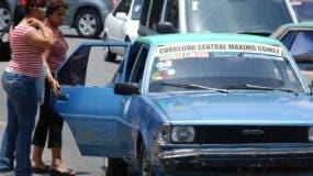 Los transportistas barajan subir la tarifa  entre  15 y 20 pesos .  ARCHIVO