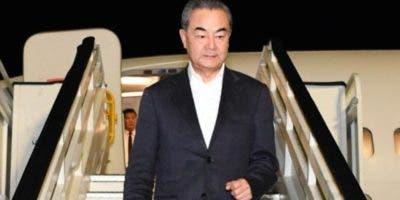 Wang Yi a su llegada anoche  a la República Dominicana.