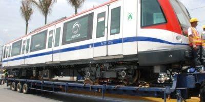 Uno de los trenes  traídos por el puerto de Haina durante el pasado mes. FUENTE EXTERNA.