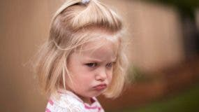 A eso de los dos años, los padres se ven frente a una criatura que deja de ser relativamente pasiva, lista para gritar, llorar y patalear cuando no se complacen todos sus deseos.