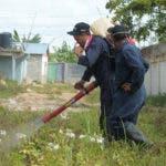 empleados-de-salud-publica-en-labores-de-fumigacion