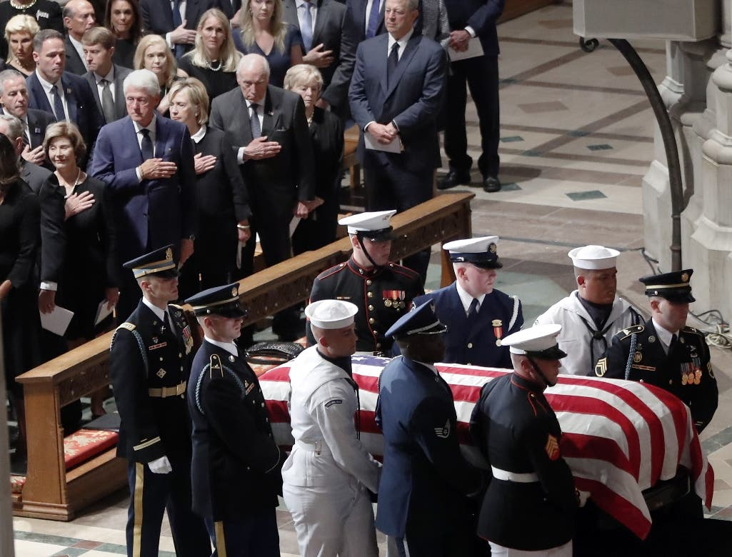 Familiares, expresidentes y amigos dan el último adiós a McCain en Washington
