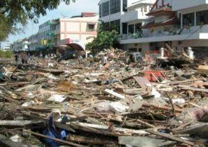 El terremoto de 7.5 grados se registró unas horas antes, otro de 6,1 grados provocase la muerte de una persona, 10 heridos y el derrumbe de varios edificios en la misma zona.