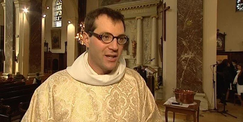 El sacerdote Jean-Baptiste Sèbe estaba acusado de haber agredido sexualmente a una joven.