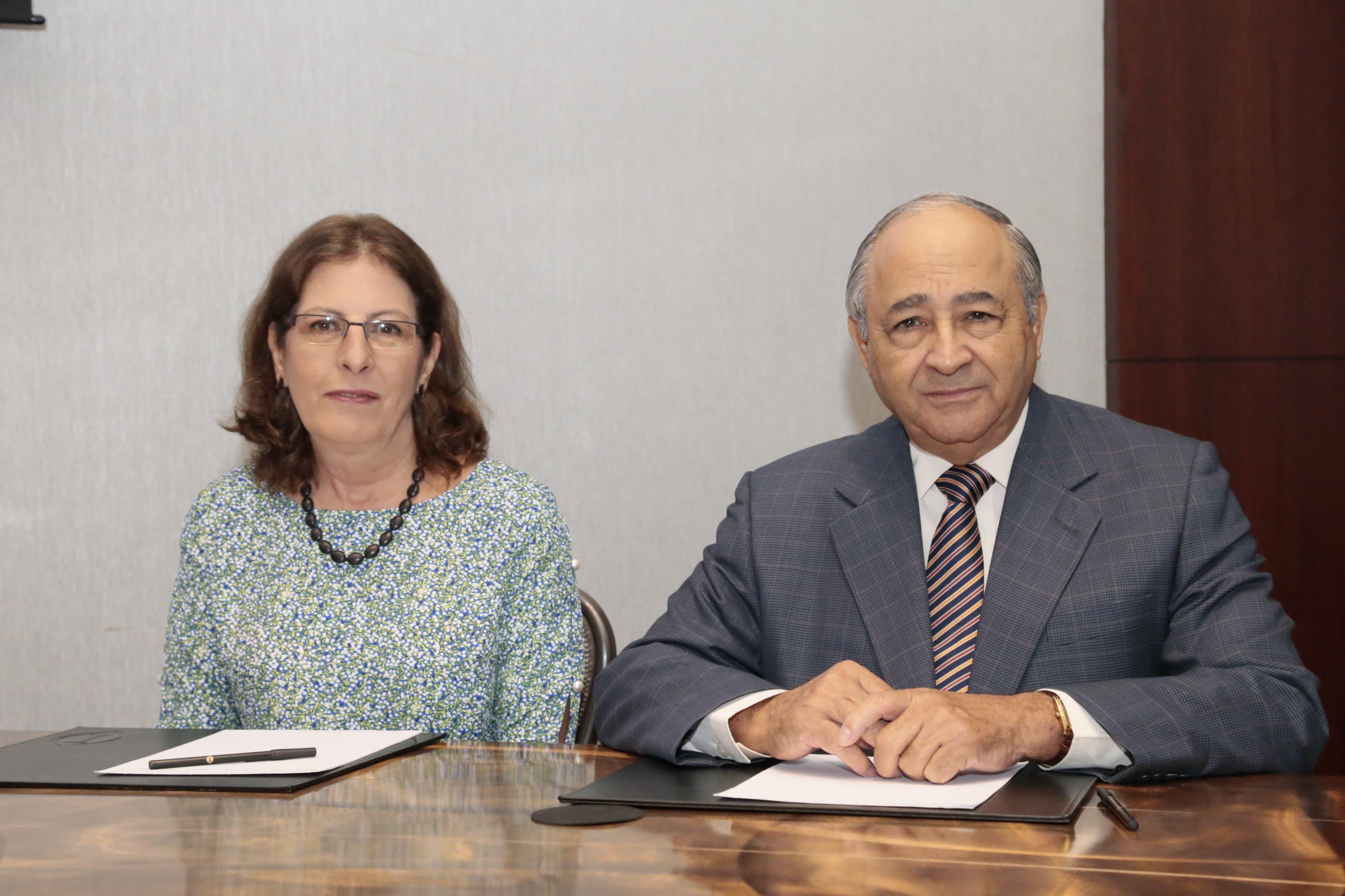 Miladys A. Poyó y Rafael Acevedo.