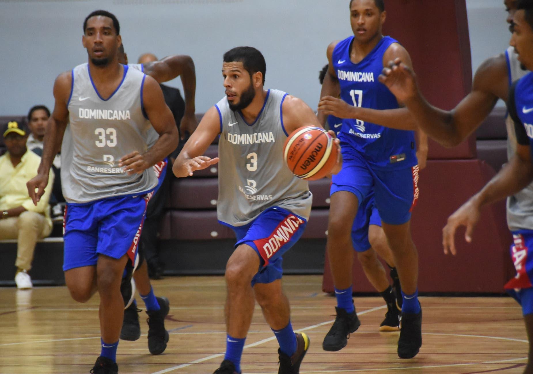 La selección de basketball masculino de República Dominicana continúa las prácticas en el Colegio Carol Morgan. Foto: Alberto Calvo