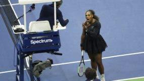 Serena Williams mientras  discutía con Carlos Ramos. AP