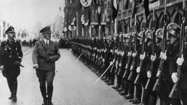 """En medio de la crisis económica y política en Alemania, el nazismo proponía la idea de una """"revolución social"""", pero solo para los """"arios""""."""
