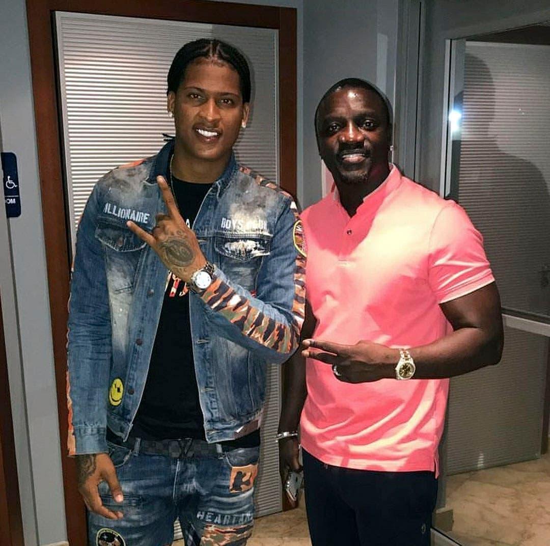 Quimico Ultramega junto al famoso artista Akon.