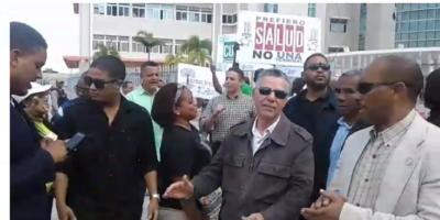 La manifestación es encabezada por Manuel Jímenez.