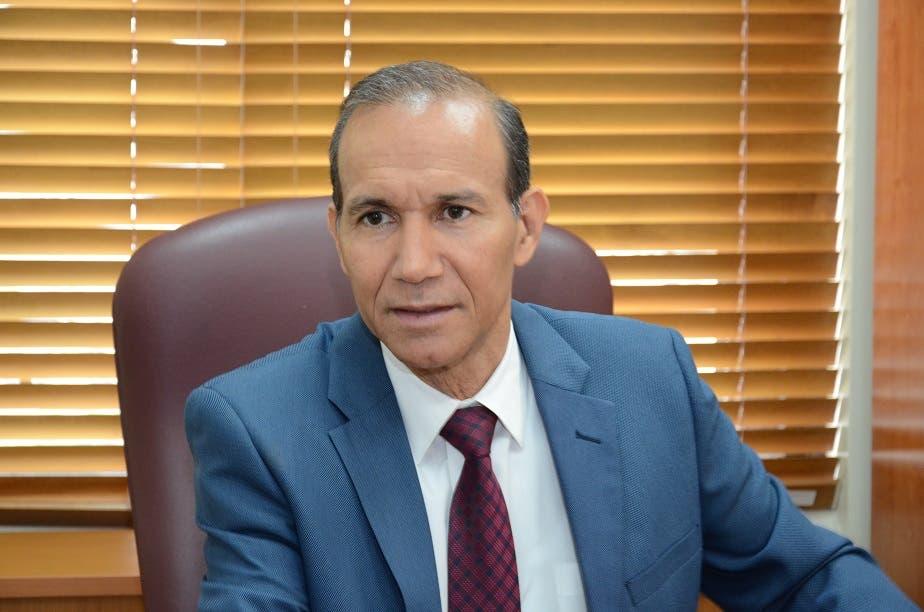 El ministro de Trabajo y presidente del CNSS, Winston Santos.
