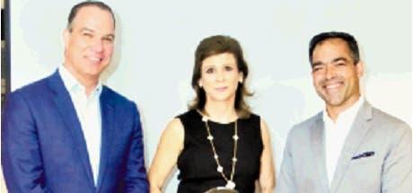 Ney Díaz, Elena Viyella de Paliza y  Rafael Selman.