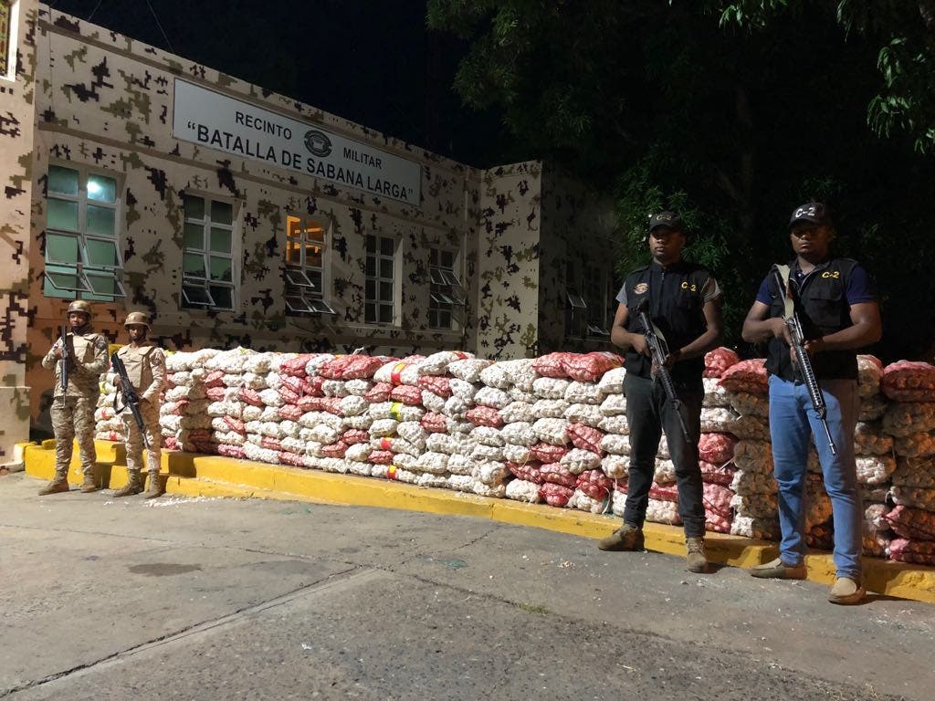 Miembros del Cesfront se incautan 5,082 libras de ajo en Manzanillo