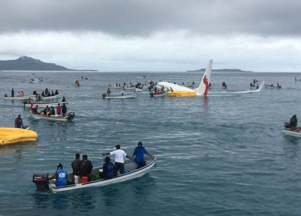 avion-lago-micronesia