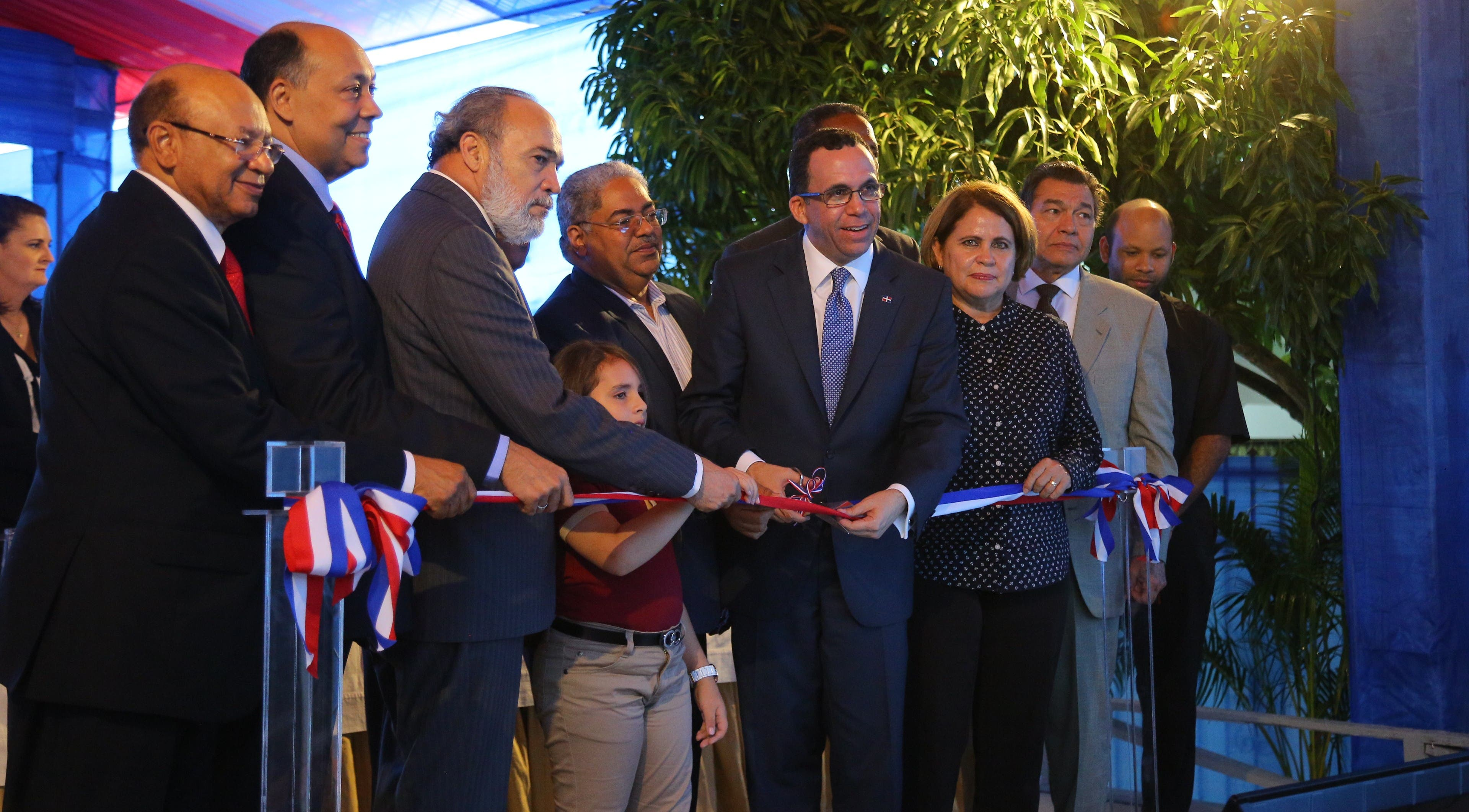Gobierno entrega 3 planteles y un Centro de Diagnóstico en Hermanas Mirabal
